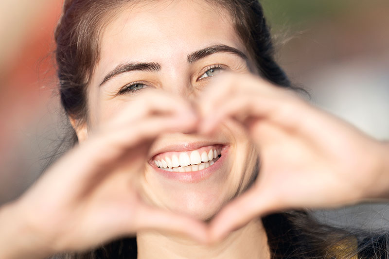 longmont-orthodontists-heart-hands-over-smile